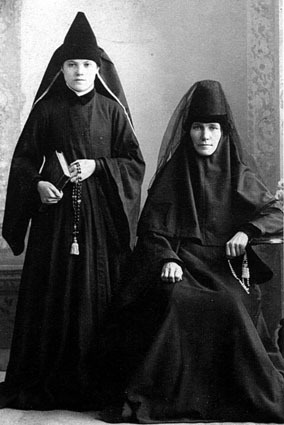 Матушка Татиана (Топоркова) справа
