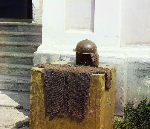 Кольчуга и шлем преподобного Далмата, фото начала XX века