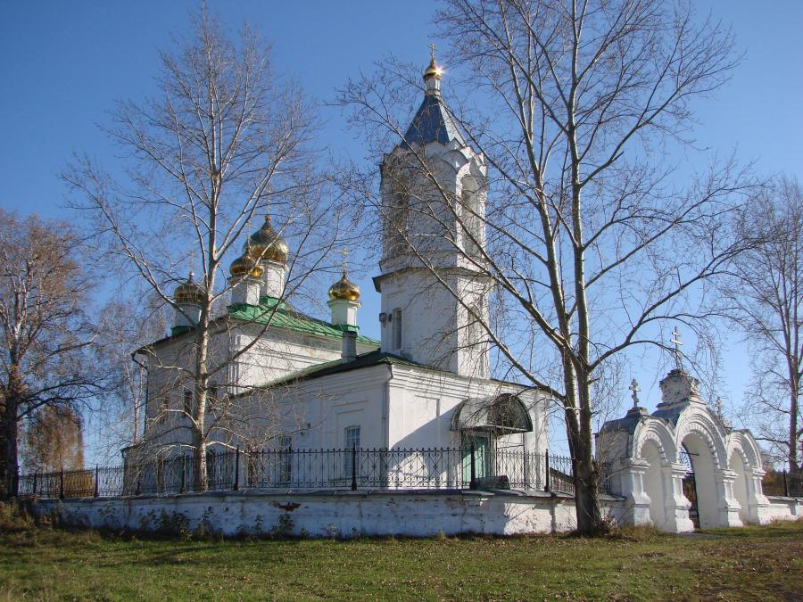 Храм во имя святой Параскевы Пятницы в селе Савино