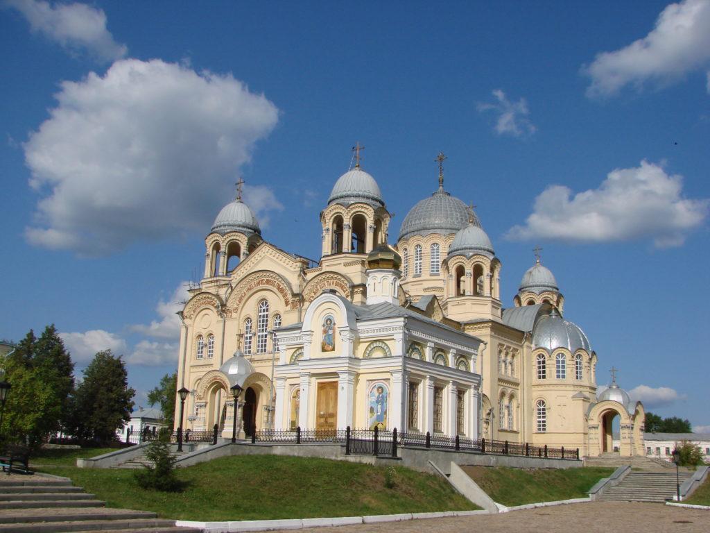 Николаевский храм и Крестовоздвиженский собор
