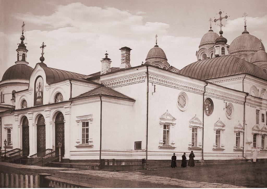У Николаевского храма, фото начала XX века