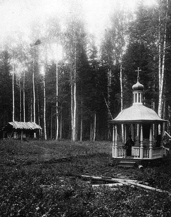 На территории Кыртомского монастыря в начале XX века