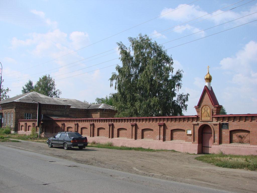 Напольная школа и ограда женского монастыря