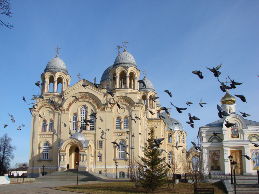 Верхотурский Свято-Николаевский мужской монастырь: Крестовоздвиженский собор и Николаевская церковь