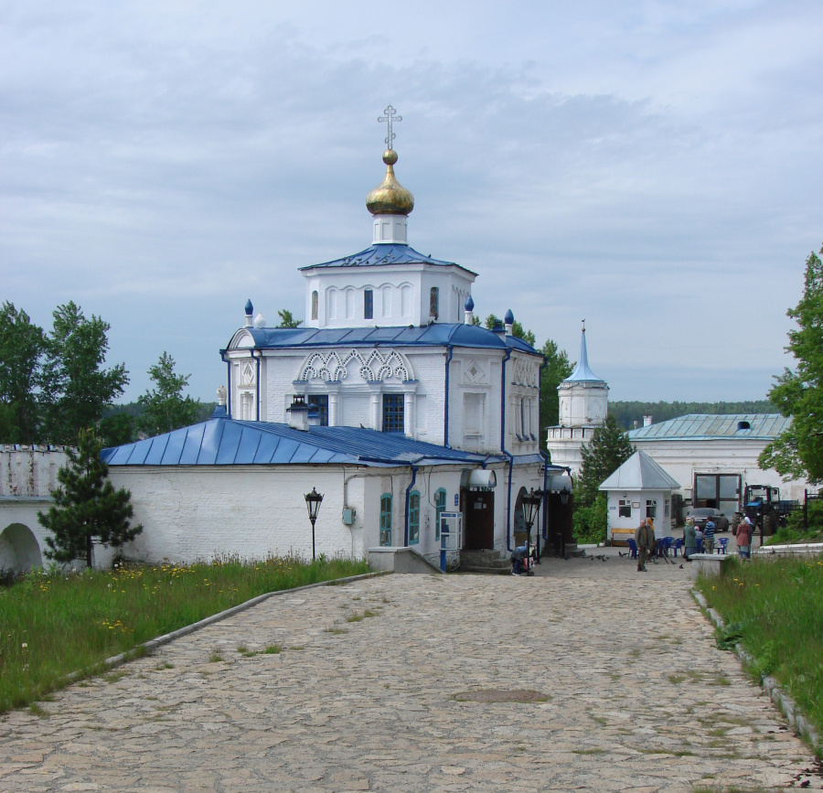 Надвратный храм во имя Симеона Богоприимца и Анны Пророчицы