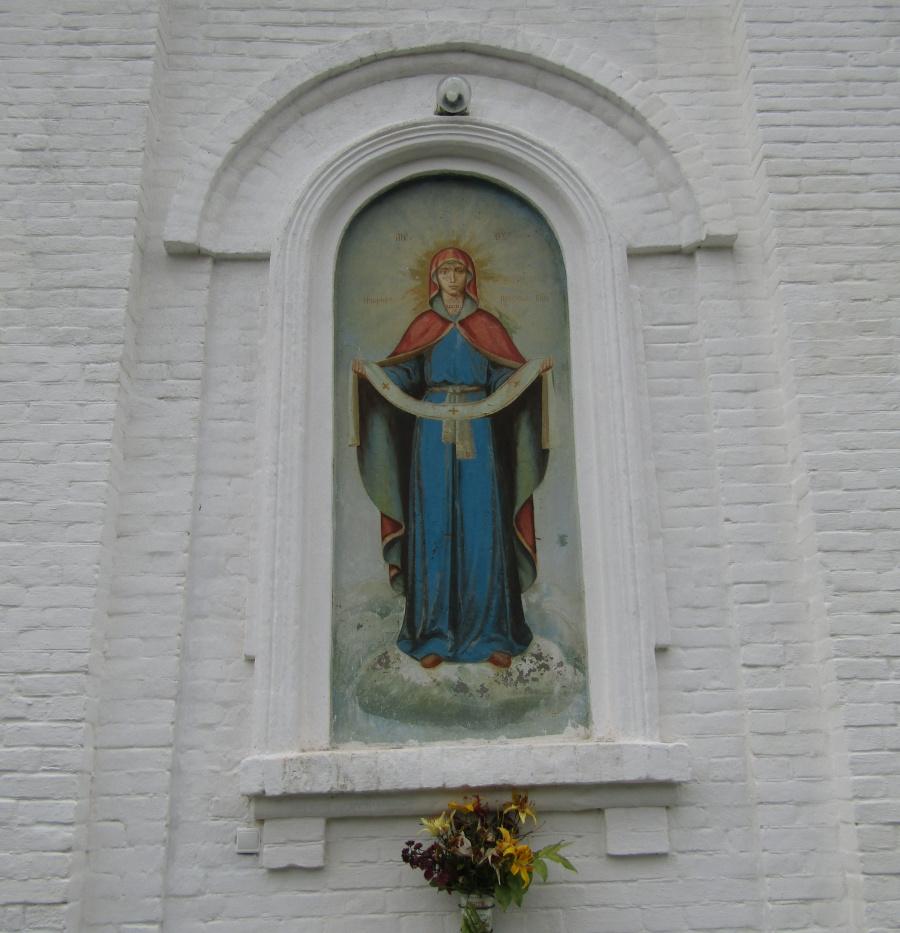Образ Покрова Божией Матери на алтарной стене Покровского храма
