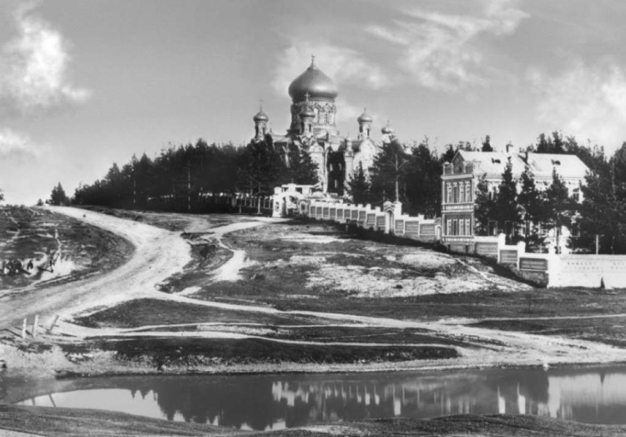 Скорбященский монастырь с видом на Вознесенский храм