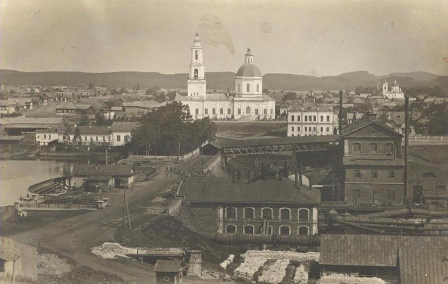 Сысертский храм, завод, плотина и пруд в начале XX века