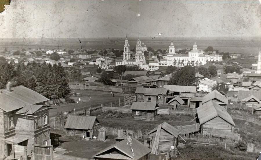 Вид со стороны монастыря на подгорную часть Туринска, фото начала XX века