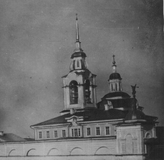 Монастырский храм Вознесения Господня, монастырская стена и башенка, фото начала XX века