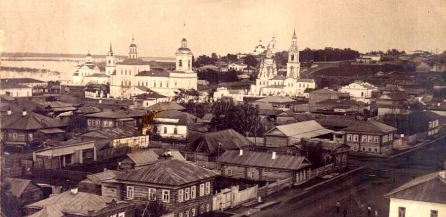 Туринск. В центре фото на первом плане Крестовоздвиженский собор