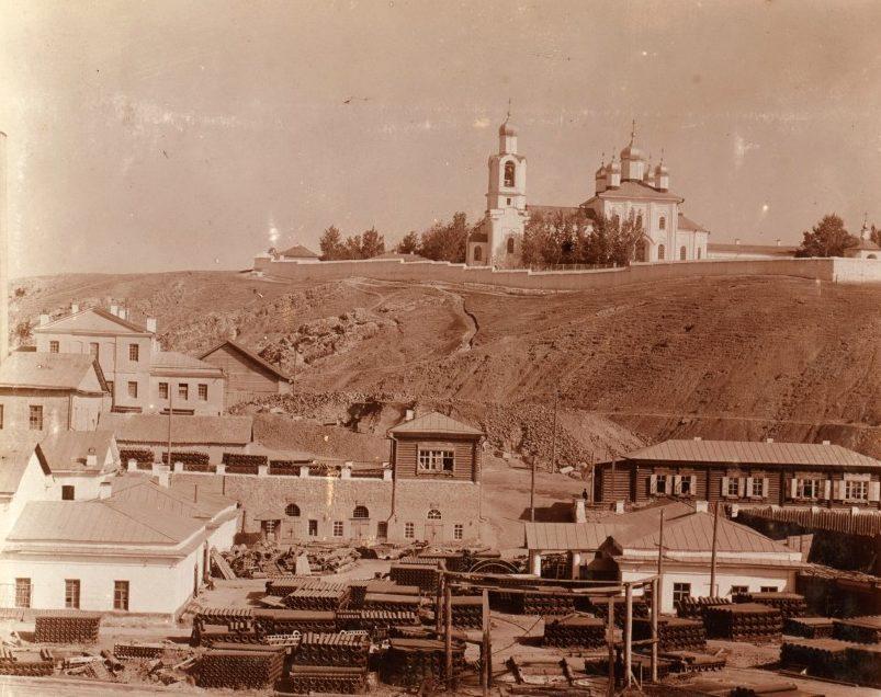 Вид на Преображенский монастырь в начале XX века