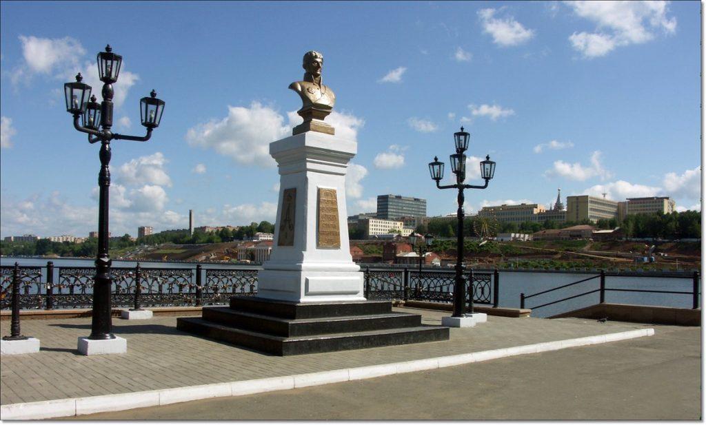 Памятник уроженцу села Дерябино - А. Ф. Дерябину в Ижевске