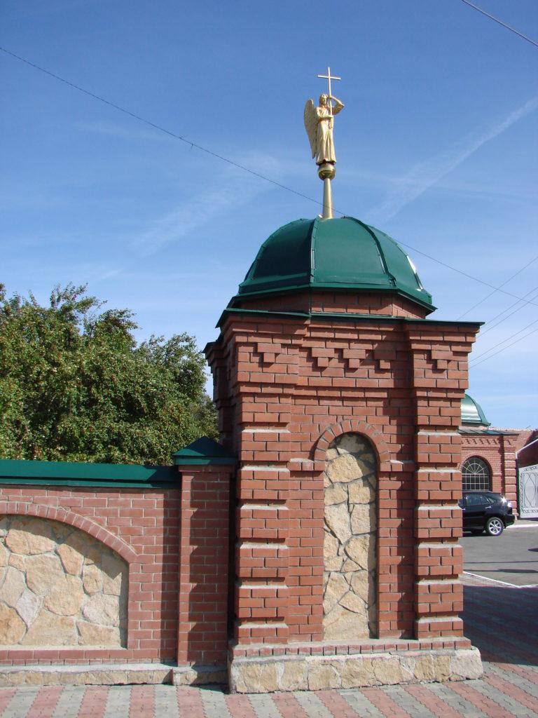 Часть монастырской ограды с башенкой в наше время