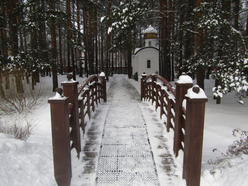 Мостик через монастырскую канавку
