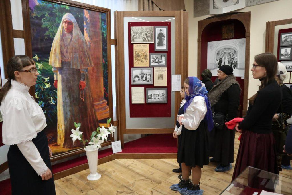 На экскурсии по музею в Напольной школе