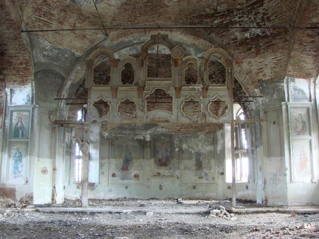 Сохранившаяся часть иконостаса и росписей Вознесенской церкви