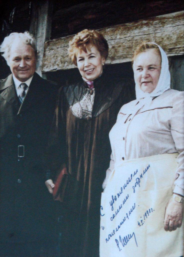 Р. М. Горбачева в Нижнесинячихинском музее. Фото 1991 года