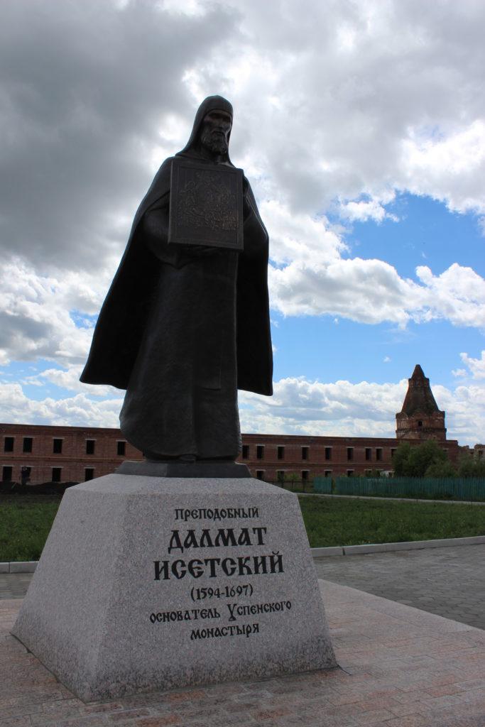 Памятник Далмату Исетскому на территории монастыря