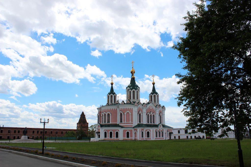 На территории Далматовского монастыря сегодня