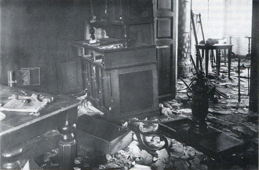 Комната, где содержались Романовы, фото после отступления большевиков