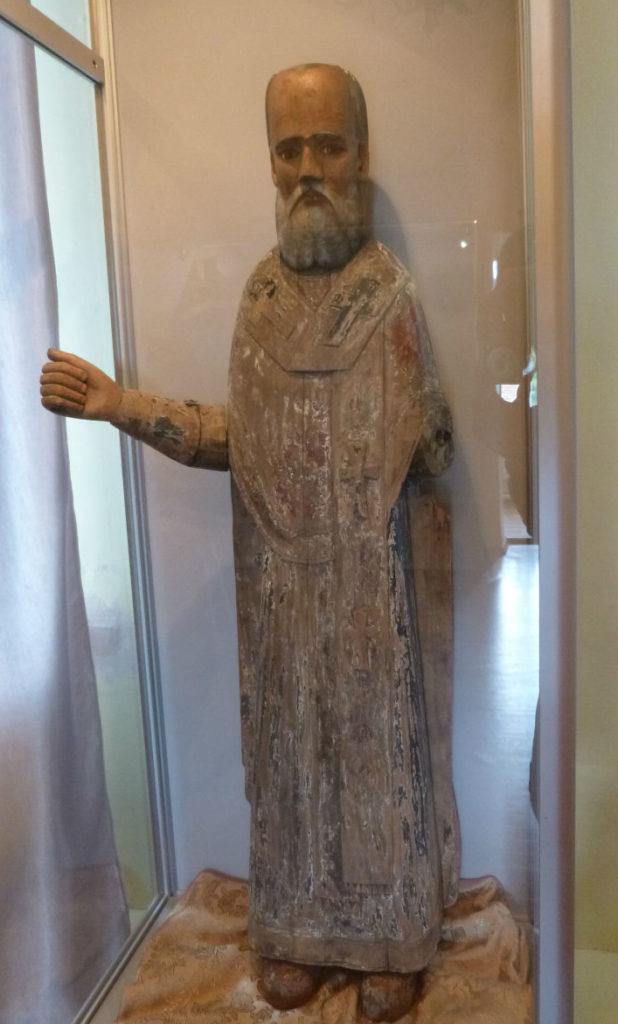 Деревянная скульптура Николая Чудотворца