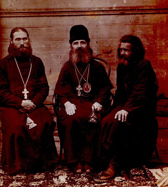 Слева на фото священник Герман Симагин, в центре - Единоверческий епископ Вассиан Веретенников