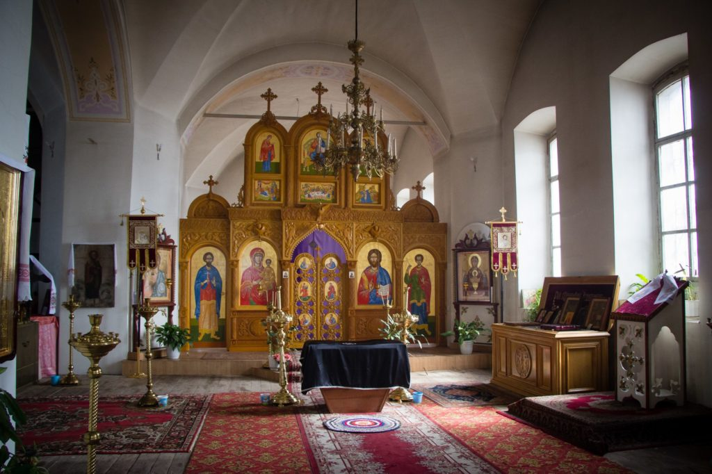 В храме Михаила Архангела в Маминском сегодня