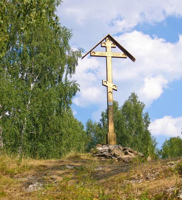 Поклонный крест у входа в Смолинскую пещеру