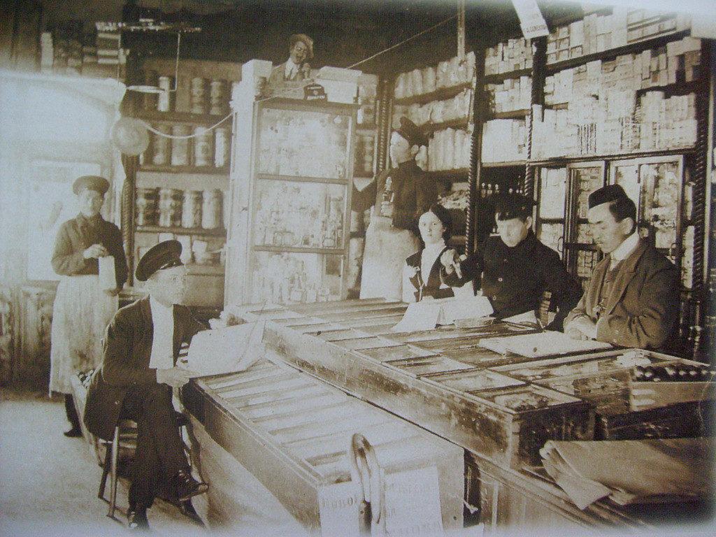 В лавке купца Богатеева в торговых рядах