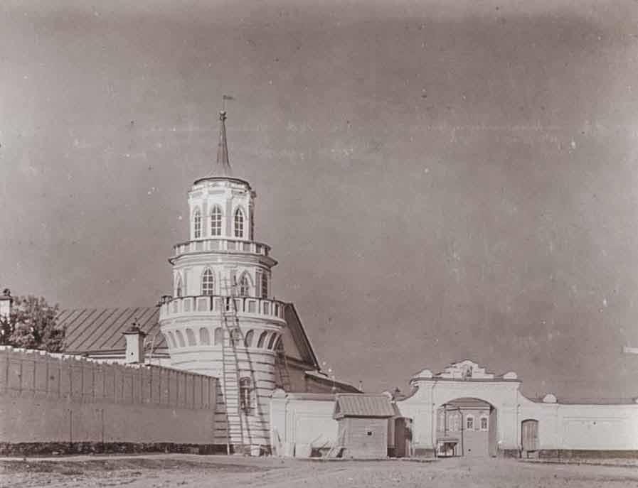 Одна из башенок монастырской ограды в начале XX века