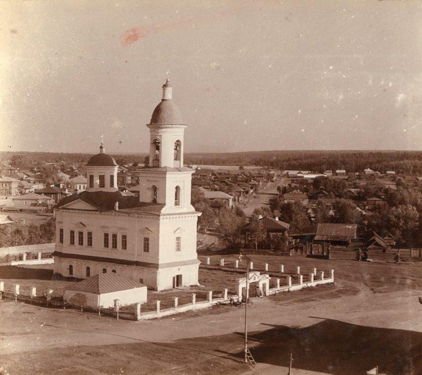 Воскресенская церковь в Верхотурье. Фото начала XX века