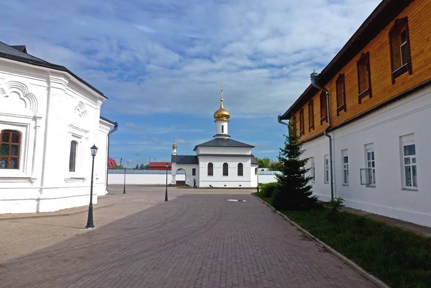 Абалакский Свято-Знаменский монастырь: церковь Новомучеников и исповедников российских