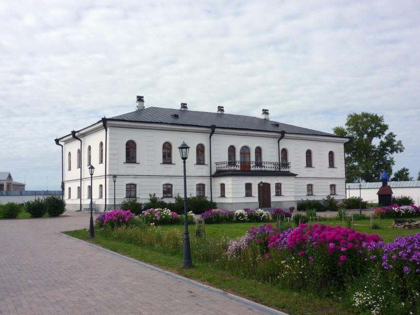 Абалакский Свято-Знаменский монастырь: дом настоятеля монастыря