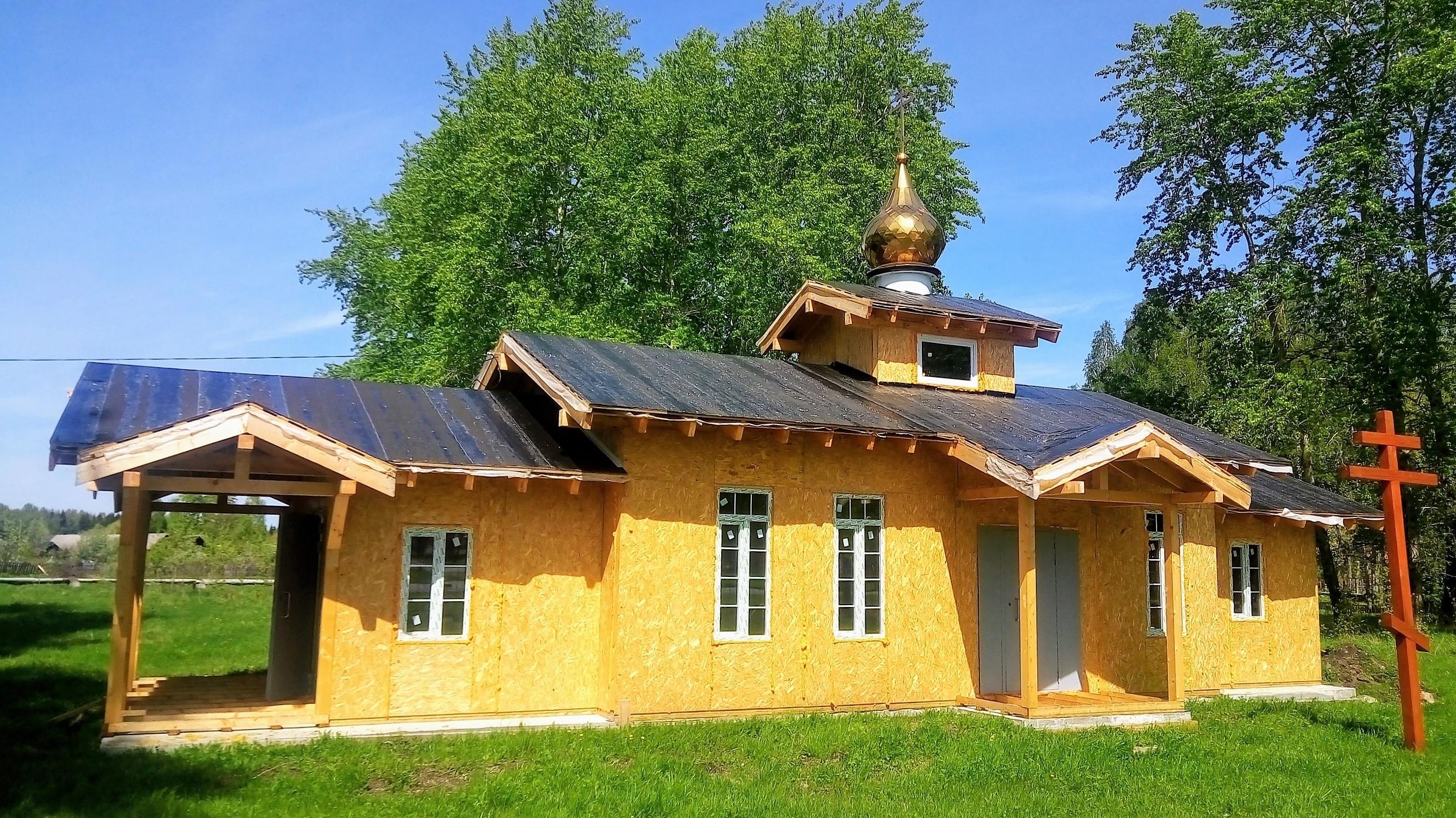 Строящийся храм во имя святых Царственных Страстотерпцев в поселке Басьяновский