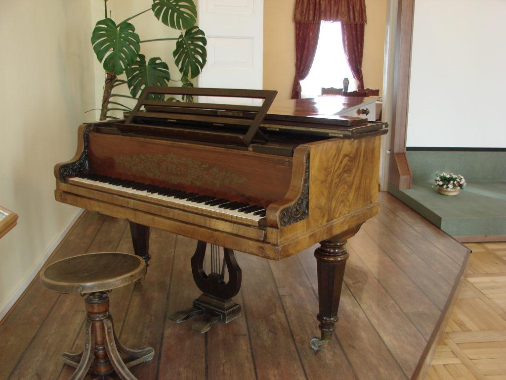 Рояль «Вирт» — именно на таком играл в Алапаевске маленький Петя Чайковский