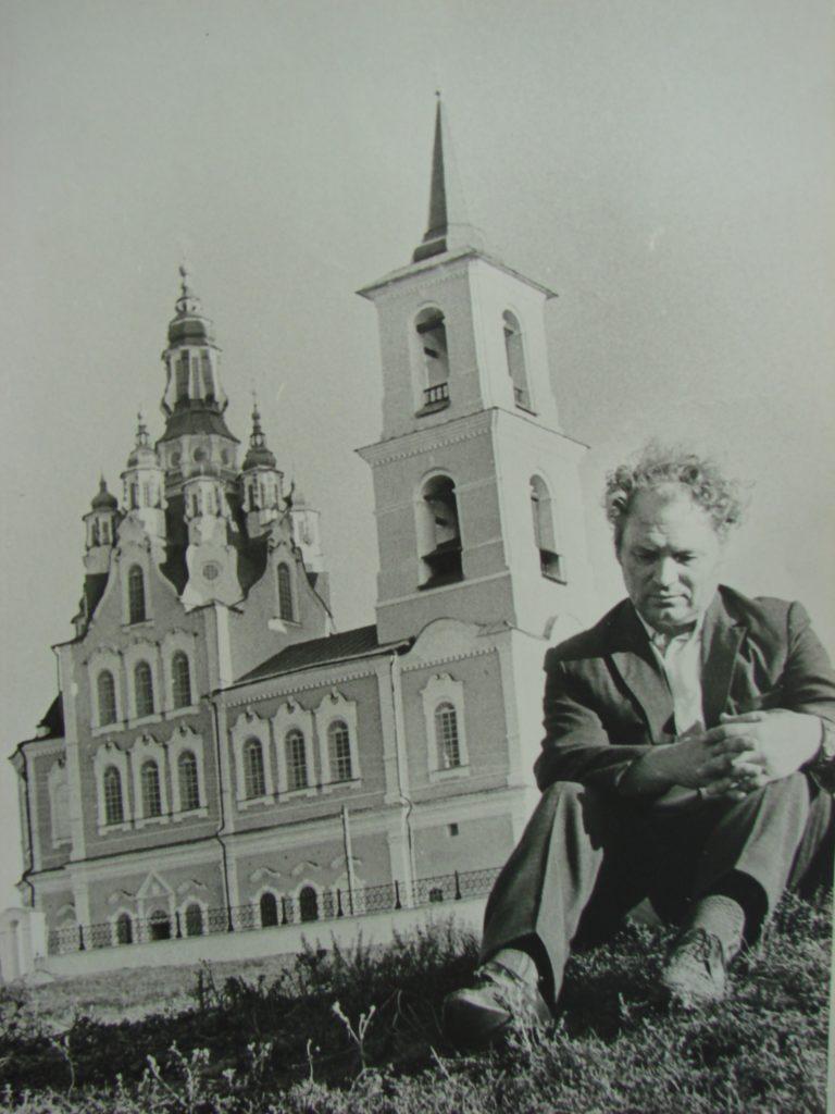 И. Д. Самойлов перед спасенным им шедевром