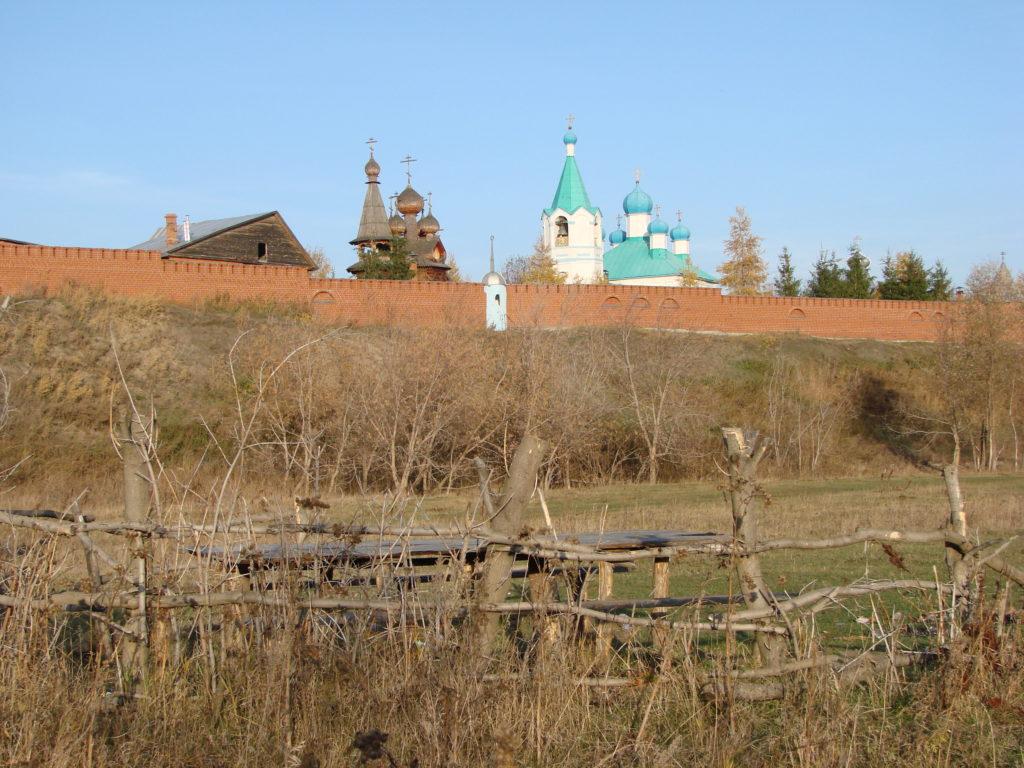 Общий вид на женский монастырь Похвалы Божией Матери