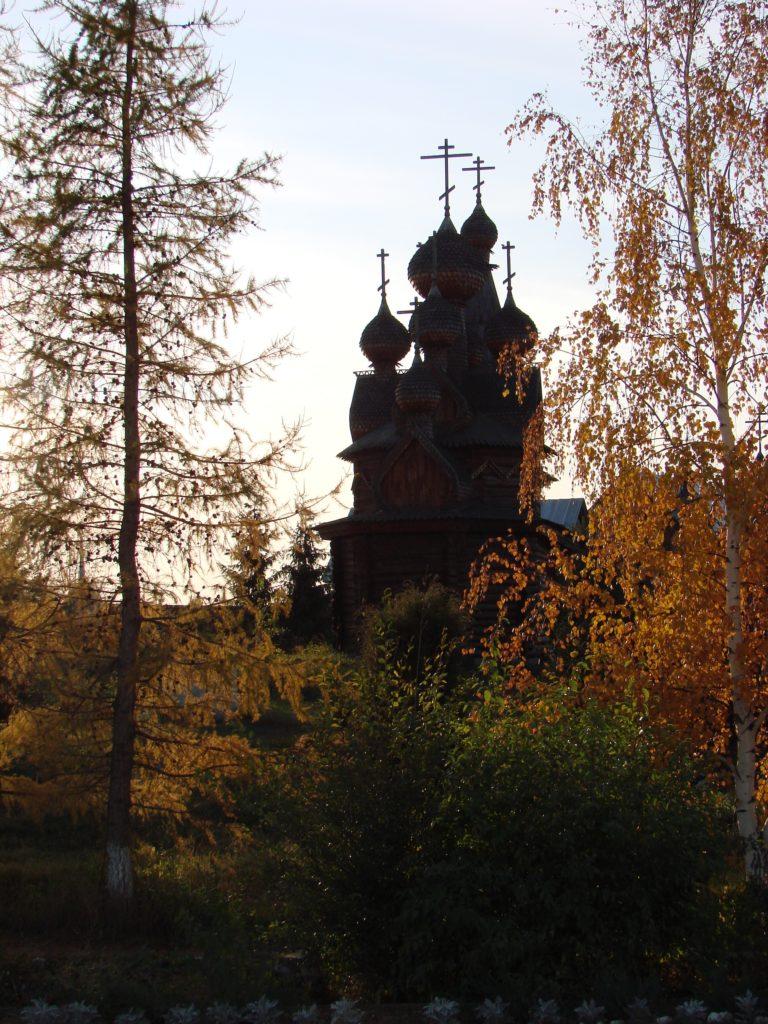 Женский монастырь Похвалы Божией Матери: пейзаж с Троицким храмом