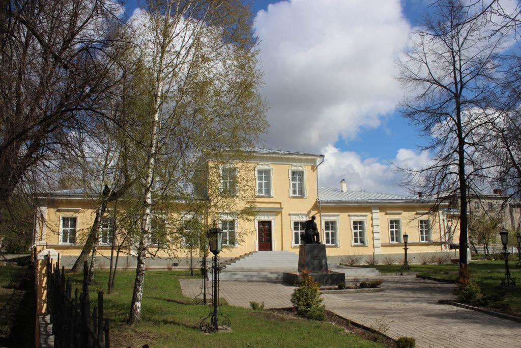 Дом управляющего Алапаевским горным округом. Ныне Дом-музей П. И. Чайковского