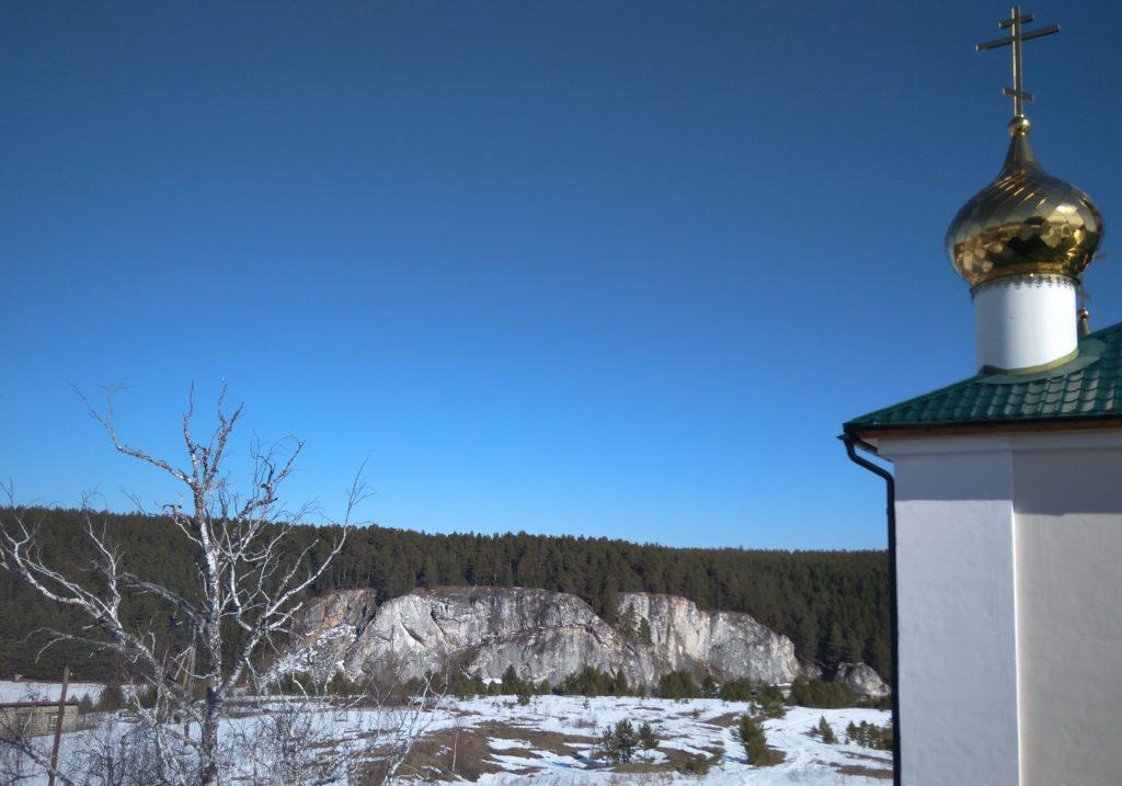 Вид с колокольни на Шайтан камень