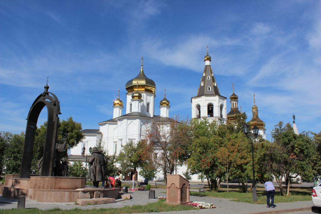 Троицкий монастырь из сквера у памятника Филофею Лещинскому