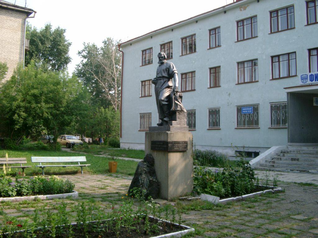 Памятник И. Е. Сафонову