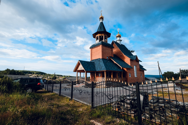Поселок Карпушиха: храм апостолов Петра и Павла