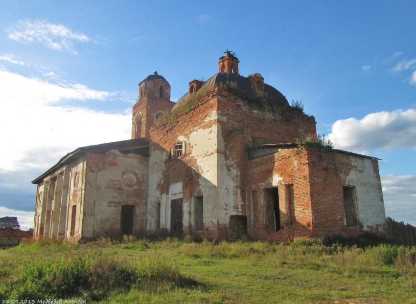 Никольский храм в Куровском. Фото Алексея Медведева