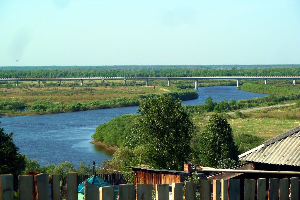 Одна из достопримечательностей современного Туринска - открытый в 2008 году мост через Туру, длиной 1964 метра, самый длинный в Свердловской области