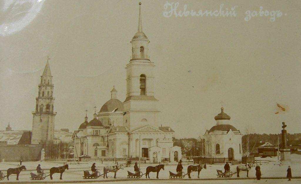 Старый Невьянск: башня, собор, а справа - памятник Савве Яковлеву