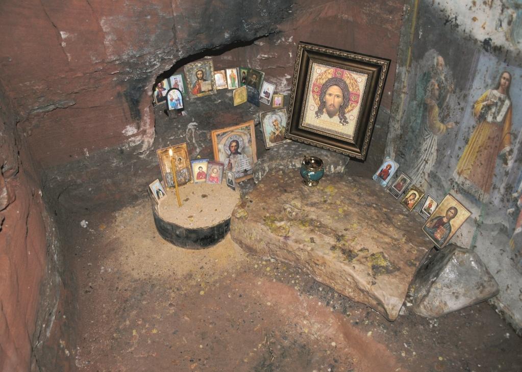 В пещерах обители