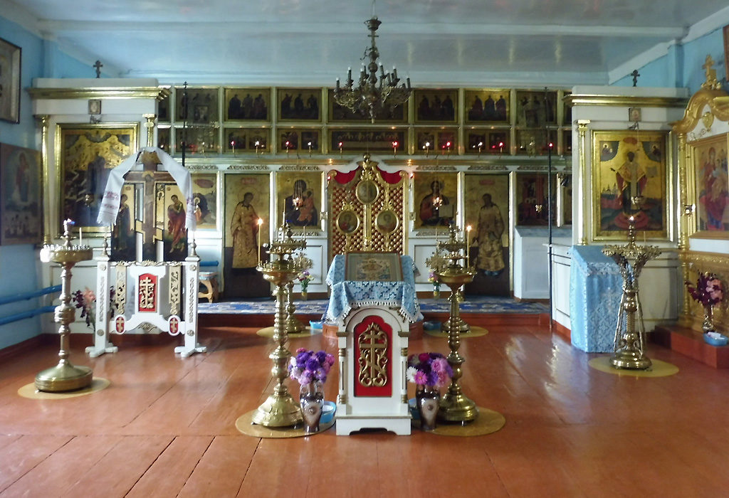 Перед иконостасом во Введенском храме в Пристани. Фото Александра Шатунова