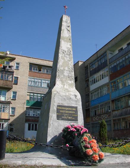 Памятник на месте пересыльной тюрьмы в Туринске